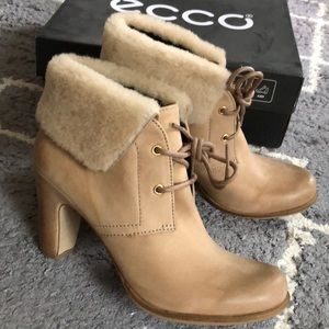 🌸NEW Ecco woman leather ankle boots size 39